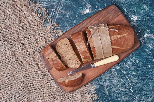 Artisan dark bread on cutting board.