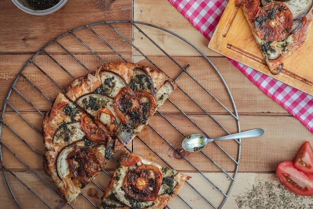 オレガノとペストの職人による野菜ピザ