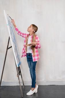 Концепция художника с девушкой