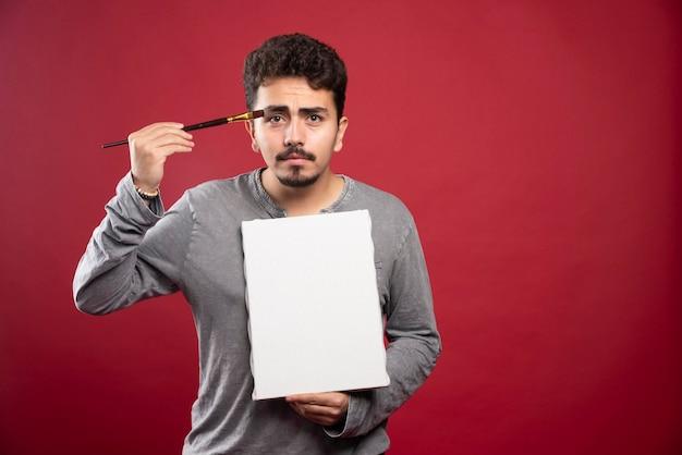 L'artista si sente insoddisfatto a causa delle critiche negative.
