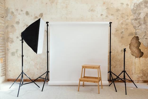 スタジオでの写真撮影のためのアーティストの小道具