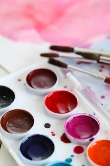水彩画のアーティストのパレット