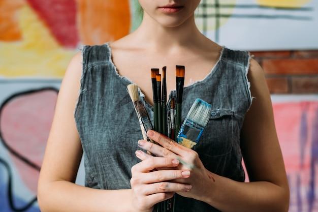 Принадлежности для художников. выбор кистей для рисования