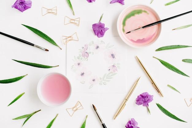 Рабочее пространство художника, цветочная рамка с венком, расписанная акварелью