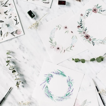 アーティストワークスペース。フレームと花の水彩画