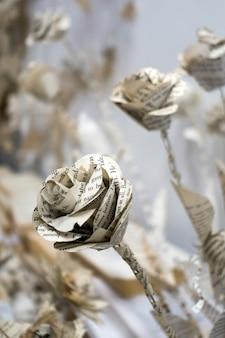 Художественная цветочная витрина из бумаги в центре тысячелетия в кардиффе