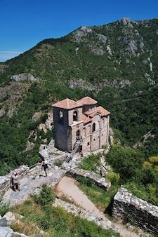 ブルガリアの山々にあるアセノヴグラト要塞