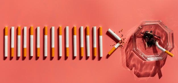 Posacenere con sigarette