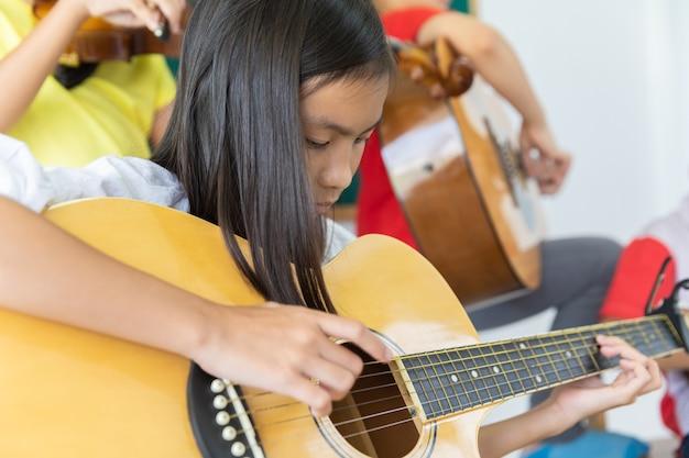 音楽学校のアジアの学生