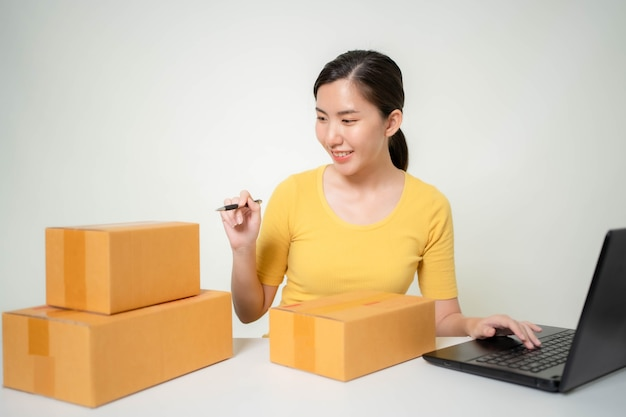 Asia woman start up for business online