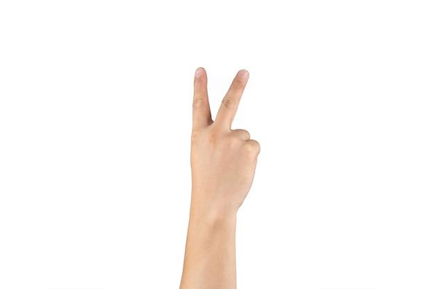 아시아 백핸드는 격리된 흰색 배경에 손가락에 2(2) 기호를 표시하고 계산합니다. 클리핑 패스