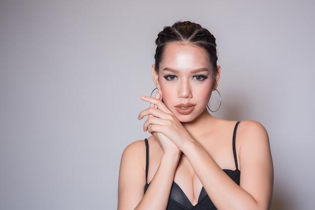 アジアの美しい若い女性の肖像画