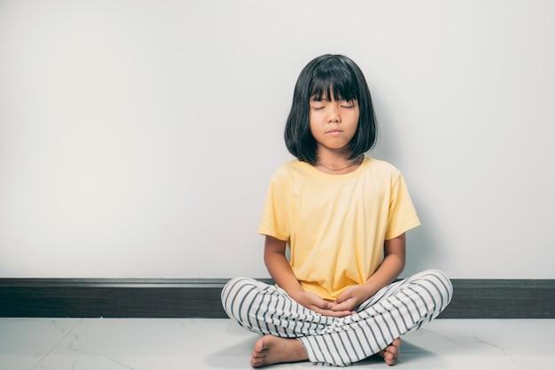 아시아 어린이 사랑스러운 또는 어린 소녀