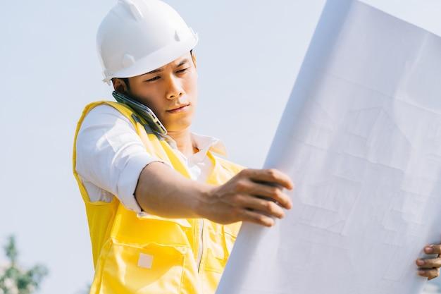 Азиатские инженеры-строители проводят экспериментальные испытания на площадке