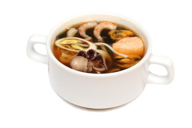 アジア料理、タコ、カニ、エビ、魚、ムール貝のスープ