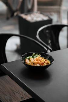 Азиатское блюдо карри с лангустинами и рисом хикари