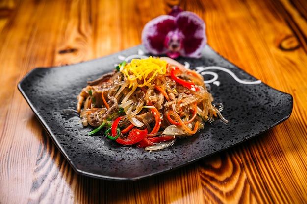 牛肉野菜のアジア料理ふんちょう麺