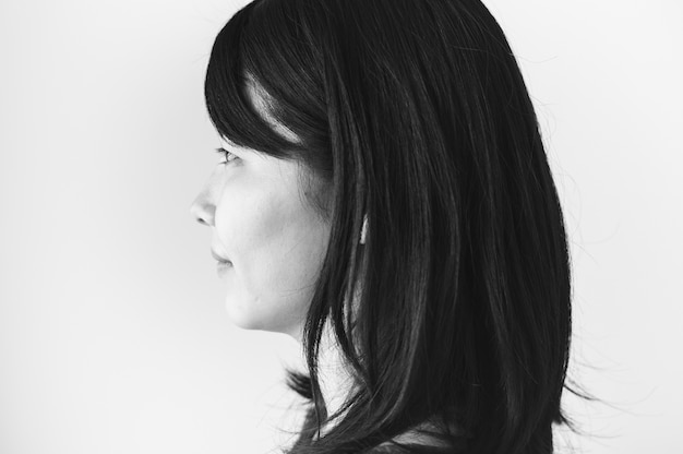 스튜디오에서 아시아 민족 여자 초상화 촬영