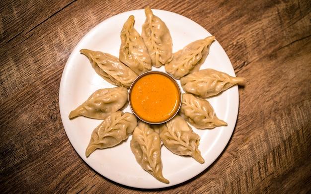 카트만두 네팔에서 아시아 패스트 푸드 매운 맛있는 만두