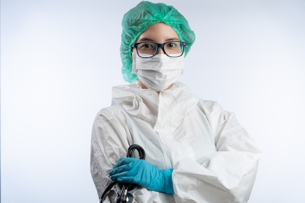 Азиатские женщины-врачи носят маску, перчатки и очки. covid19 концепция.