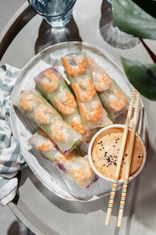 プレート上面図のアジア料理