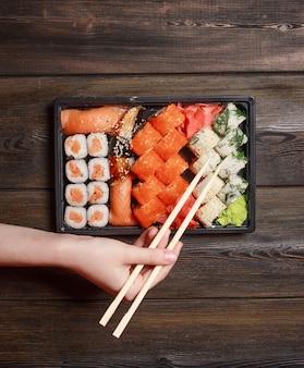 Азиатская еда суши с доставкой еды