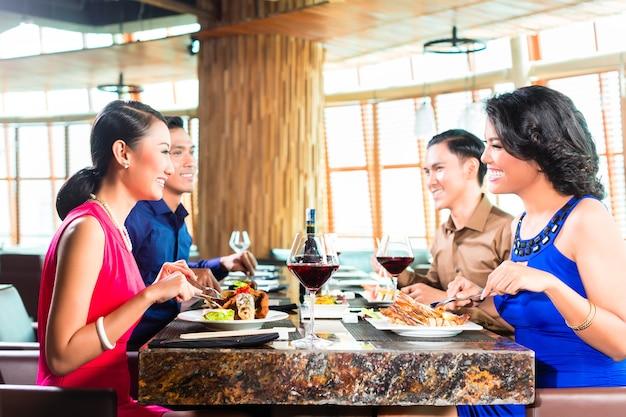 아시아 프렌즈 식사 및 술 마시기 와인 레스토랑