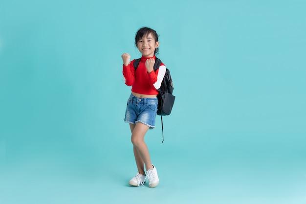 アジアの女の子は彼女が学生である成功したジェスチャー
