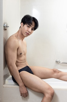 아시아 잘생긴 젊은 남자