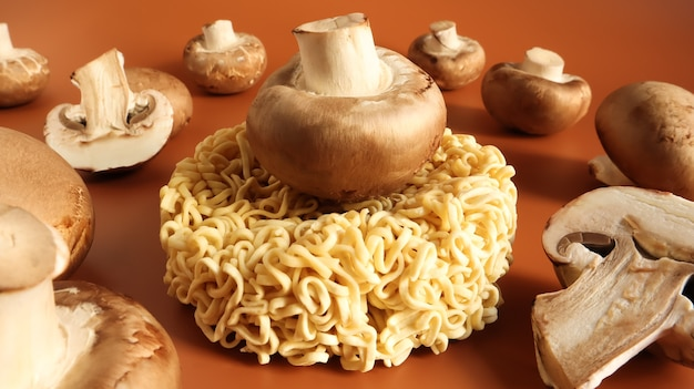 アジアのインスタントラーメンとキノコ、伝統的な東洋料理のラーメンと野菜。ファストフード。菜食主義の概念。パスタ、その準備のために沸騰したお湯を注ぐのに十分です。