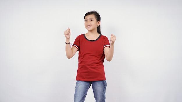 흰색 배경에 고립 된 양손을 악물고 아시아 어린 소녀