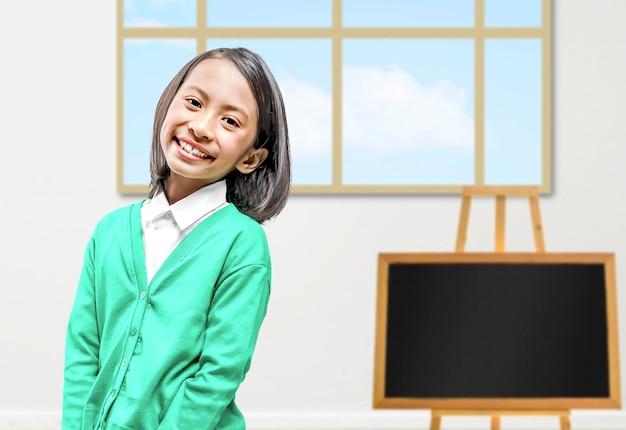 Азиатская маленькая девочка в классе. снова в школу концепции