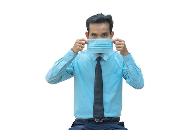 아시아 남자 착용 의료 마스크 코로나 바이러스 예방