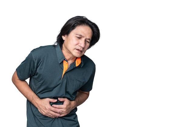 아시아 중년 남자는 흰색 격리된 backgrou에 염증성 위염으로 인해 복통이 있습니다