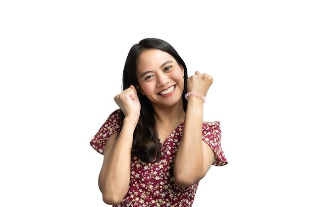 チャイナドレス中国風のアジアのきれいな女性は、コンセプトの成功、勝者、成功または興奮の幸せと笑顔で成功した素晴らしい幸せな喜びとはいジェスチャー