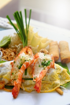 Asian rice noodles with shrimp put on an omelet