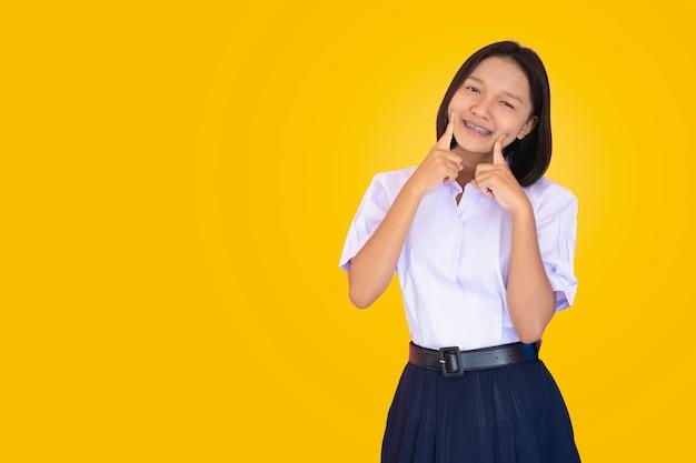 Азиатский студент в форме.