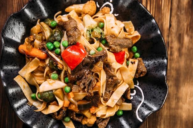 アジア風パスタタリアテッレビーフと野菜