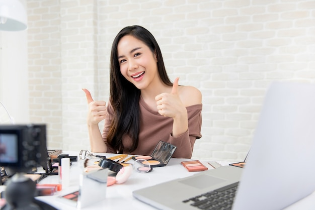 Asian woman beauty vlogger live broadcasting cosmetic review on  social media