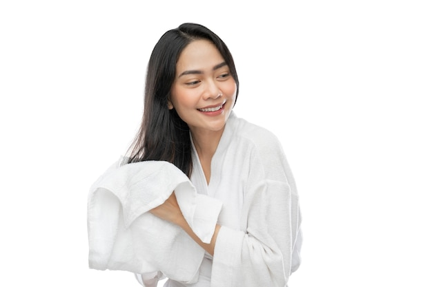 入浴後にタオルで彼女の長い髪を乾かすタオルでアジアの女性