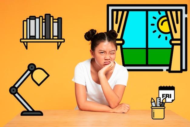 Азиатская женщина, делая смешные лица и отдыхая на столе иконос