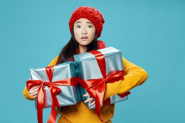 밝은 색상 포즈 모델에 아시아 여자