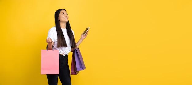 黄色のアジアの女性、感情