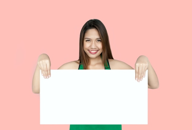 ホワイトボードを示すアジアの女性