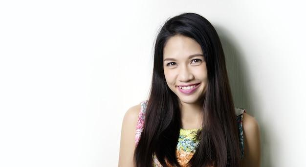 アジアの女性の笑顔