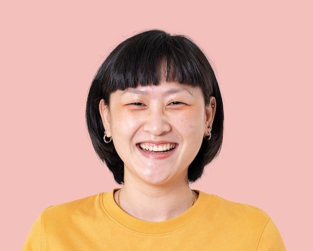 Donna asiatica sorridente, ritratto di faccia felice da vicino