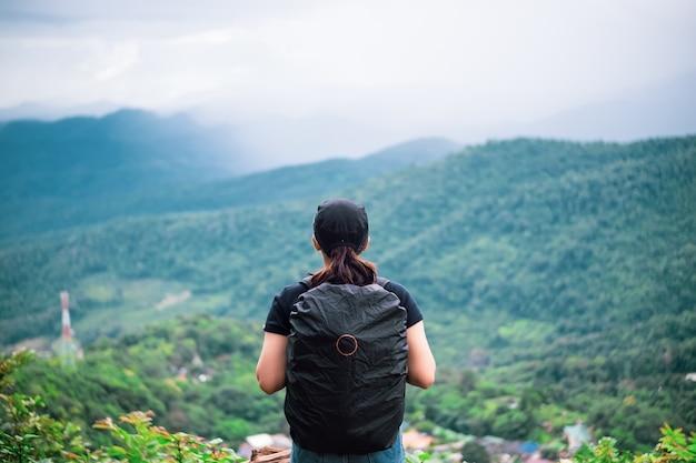 배낭 여행 아시아 여자 여행자 혼자. 치앙마이, 태국