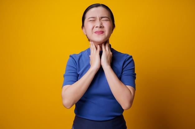 アジアの女性は黄色い熱で病気でした。