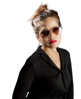 赤い唇と白で隔離のサングラスとアジアの女性