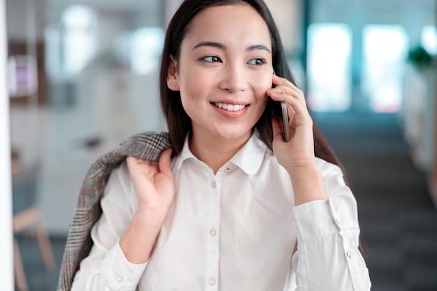 It 사무실에서 일하는 아시아 여자